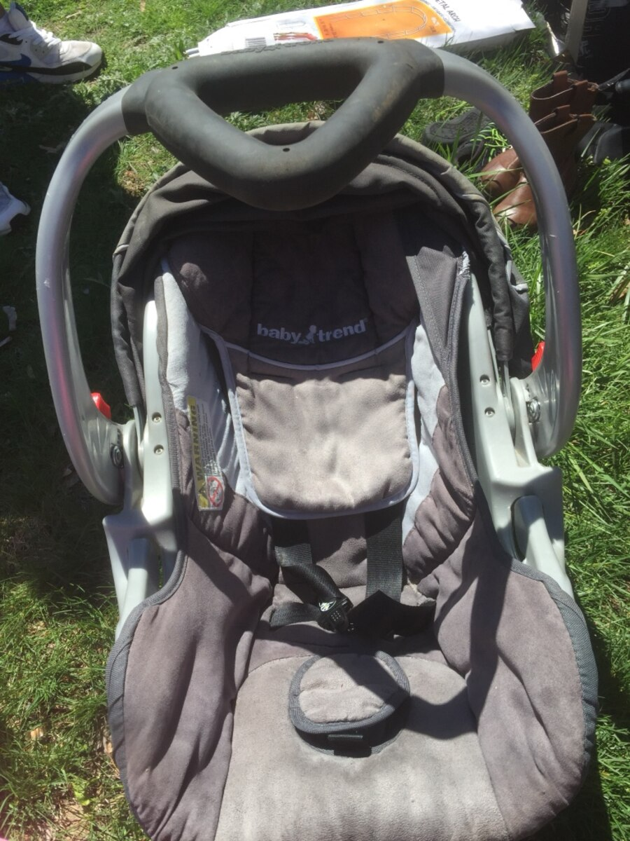 used gray and black baby trend convertible car seat in stratford. Black Bedroom Furniture Sets. Home Design Ideas