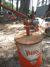 Vintage 5 gallon Veedol grease and oil barrel Tyler