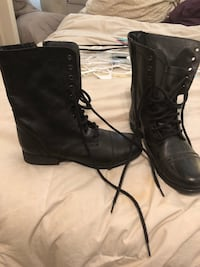 pair of black leather boots Mansfield, 76063