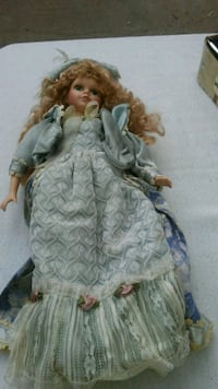 brown haired female doll in white dress Humble, 77396