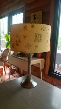 Jolie lampe de table look antique Val-Morin, J0T 2R0
