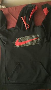 Nike therma fit sweater  Toronto, M9V