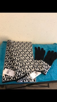 BRAND NEW MICHAEL KORS SCARF AND GLOVES SET WITH TAGS
