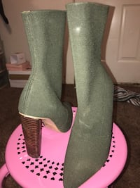 Pair of green sock boots with wood heel Portales, 88130