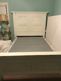 Double/queen wooden bed frame! Painted white Hattiesburg, 39402