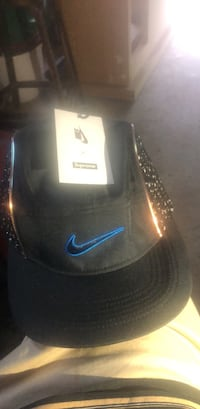 Nike x supreme boucle running hat ss19 week 5 deadstock sold out Brampton, L6Y 5B9
