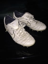 Pair of white nike soccer cleats Annandale, 22003