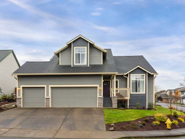 4 bedroom 2.5 bath 2055 ft 15035 SE Pinegrove Loop, Clackamas, OR 97015 b2a6b95c-1a2d-4c21-ab41-118904229c41