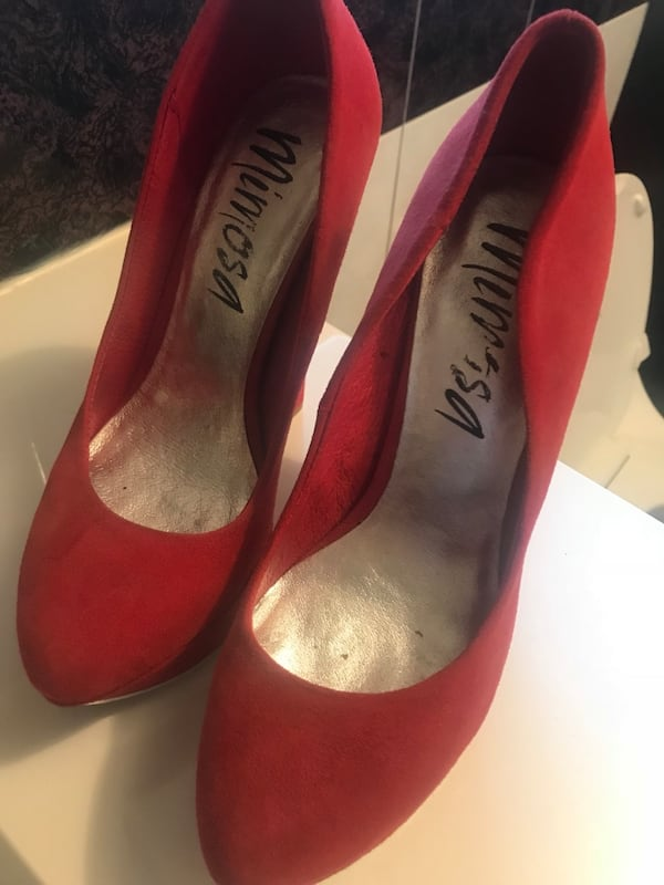 Red Mimosa Pumps Size 9 19cf8298-b341-4382-95a9-070be3d8c5a8