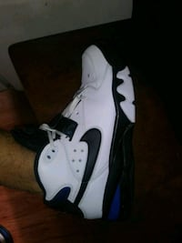 white and black  shoes 10.5 228 mi