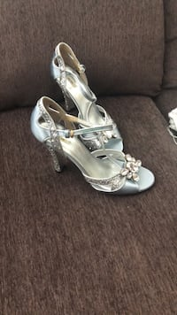 Pair of silver-colored open-toe heels Vancouver, V6B 0J1