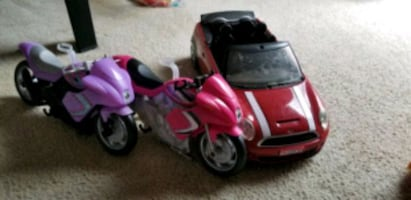 Barbie car and 2 motorcycles ..