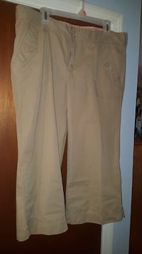 old navy size 14 capris worn once and dry cleaned  Myrtle Beach, 29577