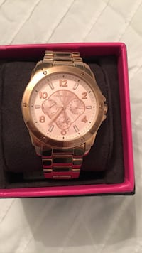 round gold Michael Kors chronograph watch with link bracelet Laval, H7H 2X2