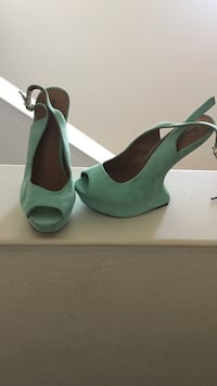 Pair of teal suede peep-toe heel-less sandals Lemoore, 93245