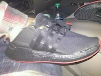 unpaired black and red adidas low-top sneaker San Pablo, 94806