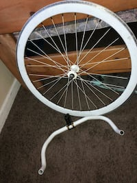white and black bicycle wheel Bakersfield, 93305