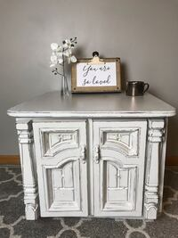 Shabby Chic White Nightstand/End Table Zimmerman, 55398