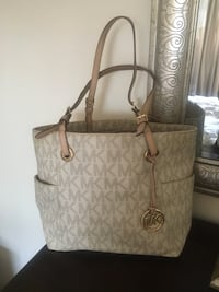 Authentic Michael Kors Purse Toronto, M5J