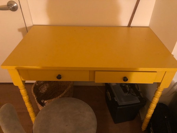 Office Desk Yellow. Comes with chair 29469384-6fcf-45e5-8dd4-4ba99957f428