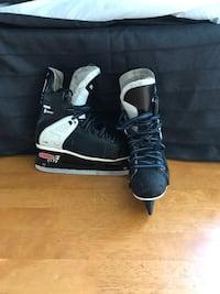 Youth Ccm hockey skates Cambridge, N3H 4A9