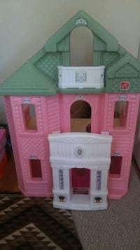 Pink and green 3 story doll house Renton, 98059