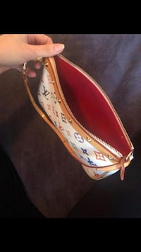 Louise Vuitton purse Fridley, 55432
