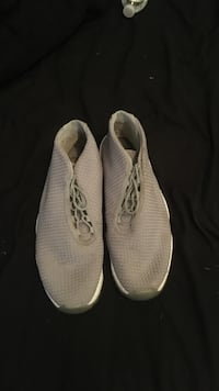 482bd803c Used Pair of white nike low-top sneakers for sale in Freeport - letgo