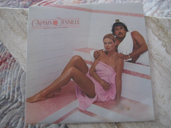 Captain &Tennille – keeping our Love Warm – 1980 Casablanca Records &  Film Works Inc