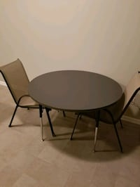 Round table and patio chairs West Des Moines, 50265