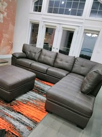 Beautiful brand new couches Edmonton, T5T 6P7