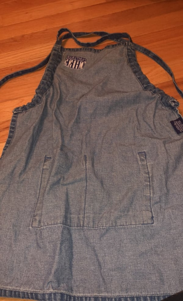 Adorable small child's Pampered Chef Denim Apron!  e63a8f70-b02d-4a2c-846d-4705426ac746