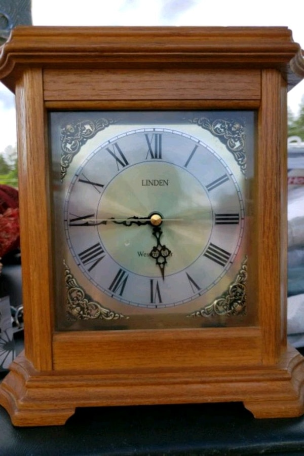 Beautiful Mantle Clock -works perfectly, has chime