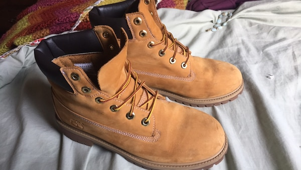 66d8d577581 Size 7mens/8.5womens Timberland boots like new