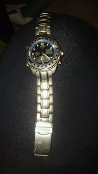 round silver-colored analog watch with link bracel Shepherdsville, 40165
