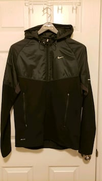 Nike running jacket small Toronto, M5J 0A1