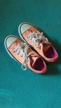 Girls converse shoes, size 12 Teays Valley, 25560