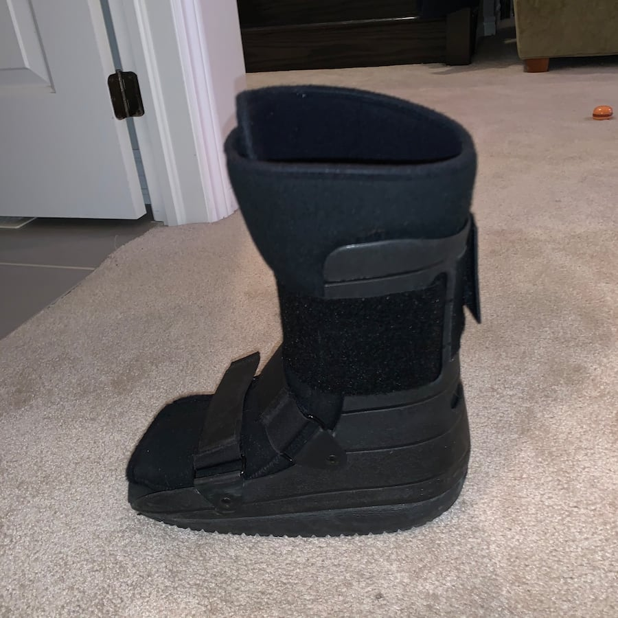 Size 8 cast boot
