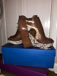 Vince Camuto wedges size 7 Philadelphia, 19152