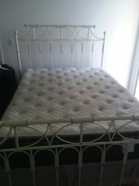 White queen size bedframe Miami, 33132
