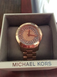 New Michael kors rose gold watch. Never worn Laval, H7X 3R8