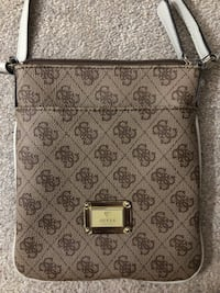 Guess Crossbody Ottawa, K4A