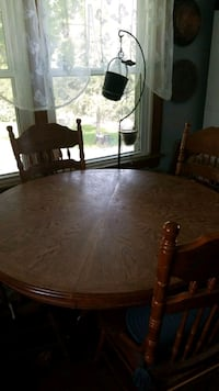 Claw foot Oak Table with Leaf and 4 chairs Union Bridge, 21791