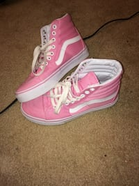 Women's pair of white-and-pink low tops Woodbridge, 22191