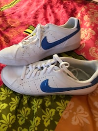 pair of white-and-blue Nike sneakers Olympia, 98502