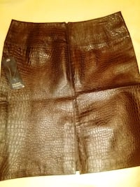 Valerie Stevens 100% leather miniskirt size 4 (new with tag)