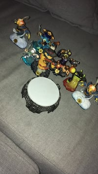 Sky landers almost new price negotiable Toronto, M6G 3A9