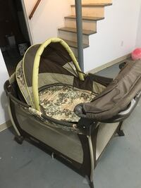 Graco Pack & Play with changing station East Greenwich, 02818