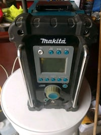 Makita battery radio no batteries Toronto, M6M 2X8