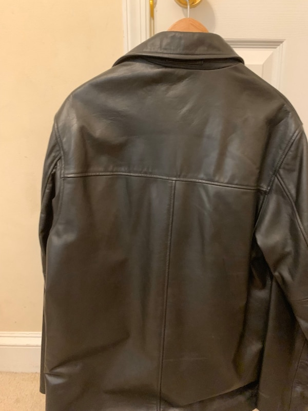 Banana republic men's leather jacket size small. 2